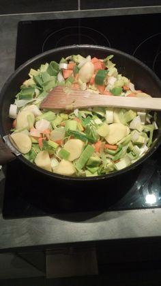 Que faire avec des poireaux, carottes, navets, autre qu'une soupe? C'est la question que je me suis posée ce soir. J'avais envie d'un bon plat chaud réconfortant, je me suis donc orientée vers un r...