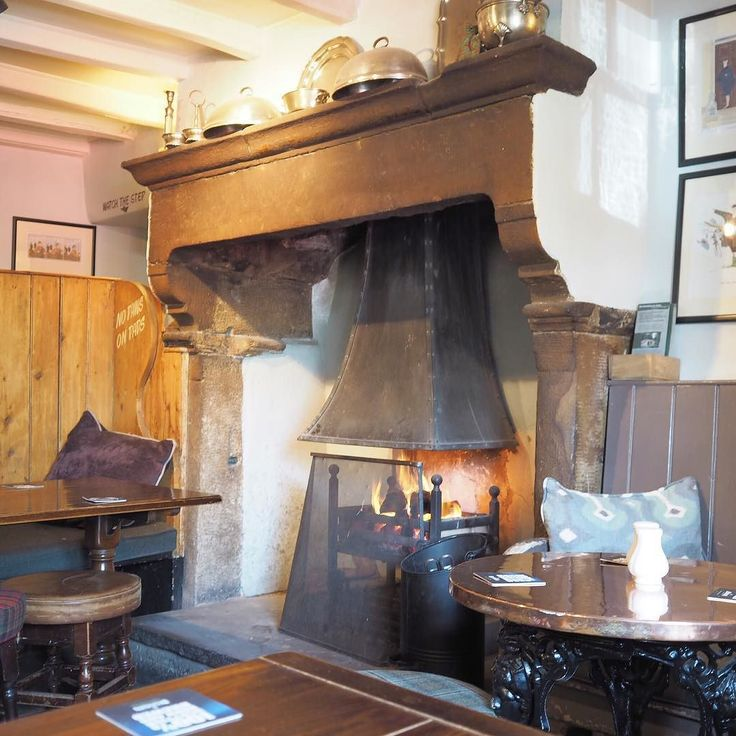 One more Yorkshire memory for this long weekend. This is the fireplace at The Fountaine Inn in Linton in Craven. Such a cosy place and we'd probably pay it a visit this Easter weekend if we were there. Instead we will enjoy our own little city . I hope the weekend is enjoyable for everyone no matter where it finds you in the world