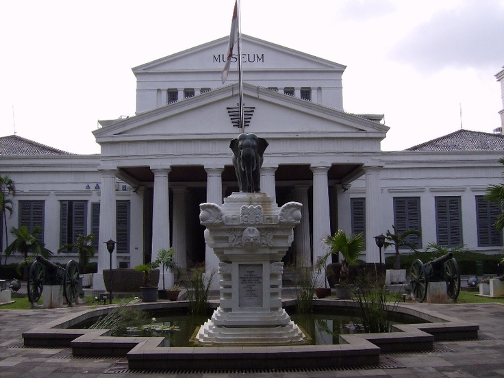 National Museum known as the Museum of elephants from the elephant statue compliment by King Chulalongkorn from Thailand in 1871. But on May 28, 1979, the name officially became the National Museum of the Republic of Indonesia. Then on February 17, 1962, the Cultural Institute of Indonesia to manage, submit to the Government of the Republic Museum, Indonesia.