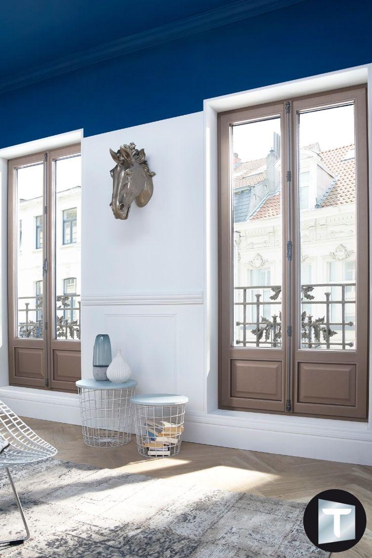 Porte Fenetre Finition Cuir Kaki Belles Portes Fenetres Textural Donnant Acces Sur Le Balcon D Un Appartement Ce Porte Fenetre Fenetre Interieure Fenetre