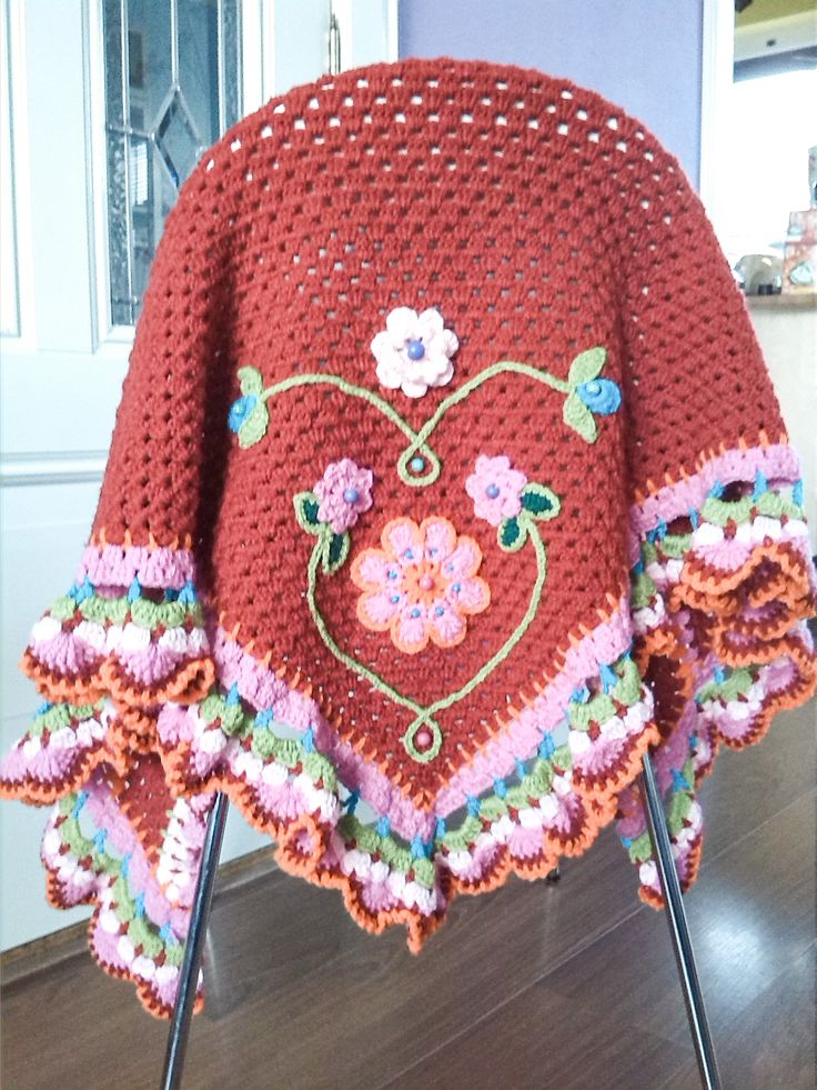 Isn't this divine?????  I wonder can I create something as beautiful. The edge and the applique make it.