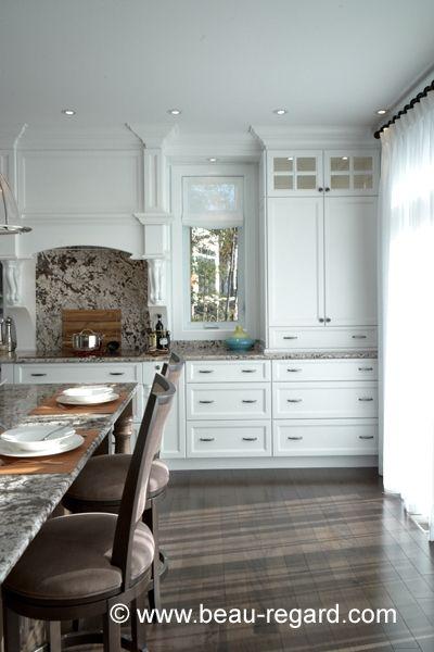 Armoire de cuisine classique en bois massif