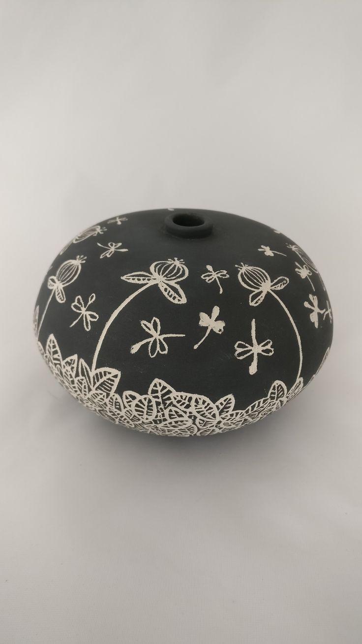 piccolo vaso in ceramica bianca - sgrafito e ingobbio - non smaltato