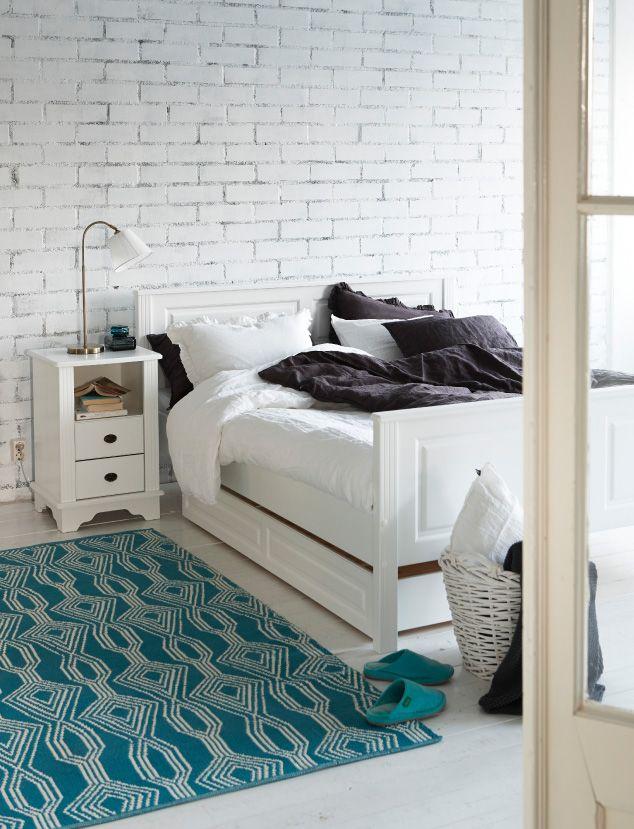 Kodin1, makuuhuone, Hymni-sänky, Anno Pellava -petivaatteet, Anno Loma -matto.