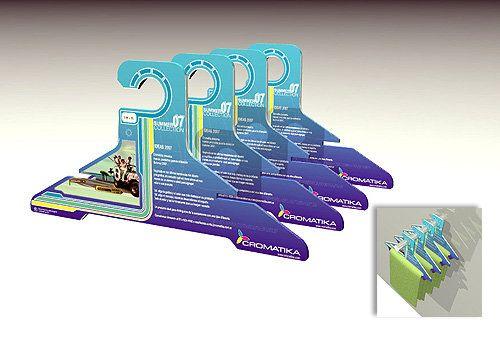 Diseño de perchas en cartón troquelado con gráfica a gusto del cliente final. Comitente: Imprenta Cromática - Buenos Aires