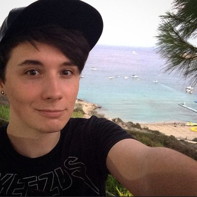 OH please! You say you aren't attractive then you come along with pictures like this! It's not nice to lie Dan!