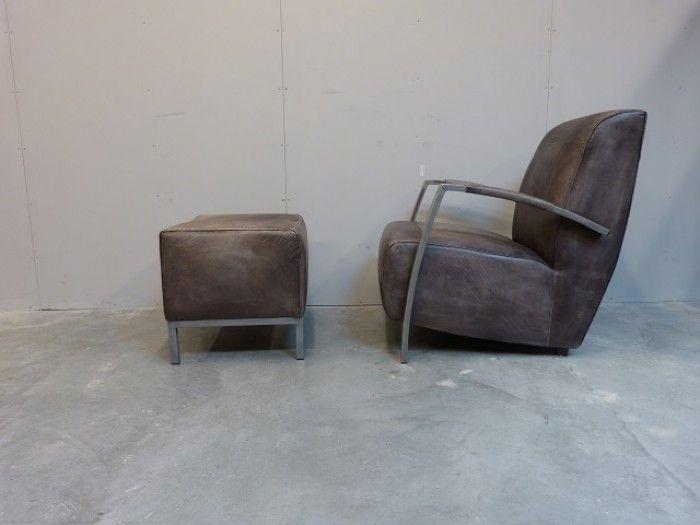 Hocker en fauteuil in vintage leer met industriële metalen poten (poedercoating), Gezien bij Station 7.