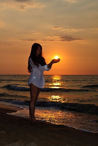 Griechenland, Korfu, Sonnenuntergang ….   – Goddesses in Bikinis – Beach, Body and Hairstyle Inspirations