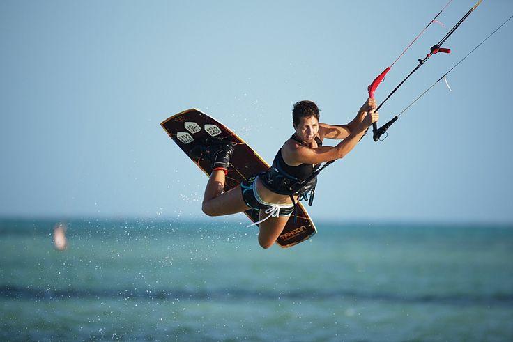 Nasza podróż na Zanzibar dobiegła końca. Sylwester, kursy kitesurfingu, zwiedzanie, owoce morza...wszystko to zobaczycie na naszych zdjęciach, które będziemy dodawać sukcesywnie przez parę następnych dni. To już ostatni z zaplanowanych rok temu wyjazdów i czas zdradzić co mamy w planach na następne miesiące :) Maj - Sardynia Czerwiec - Sardynia Lipiec - Sardynia  Wrzesień - Czarnogóra  Październik - Hiszpania , Francja Listopad - Brazylia Grudzień - Zanzibar