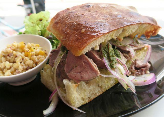 トレエウーノ サンドイッチ (3&1 Sandwich) -「トレ・エ・ウーノ」は「3&1」という意味。さん、あんど、いち。サンドイチ、サンドイッチ!