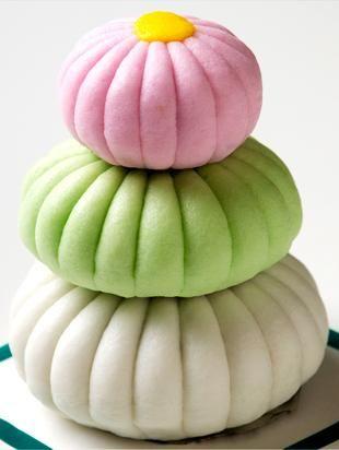 """重ね菊上用まんじゅう Daifuku and seasonal sweets Kagawa Prefecture """"Yumekaboutakara"""" Cage Tomuraikoto confectionery"""
