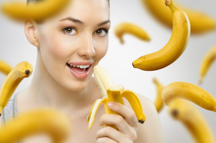 """Chcete zhubnout, mít víc energie a preventivně bojovat proti rakovině? Jezte banány! Díky šikovnému """"přírodnímu obalu"""" je jednoduše strčíte do tašky a sníte, až se vám to bude hodit. Všechny úžasné účinky banánů se do jednoho článku ani nevejdou. Fungují jako příro…"""