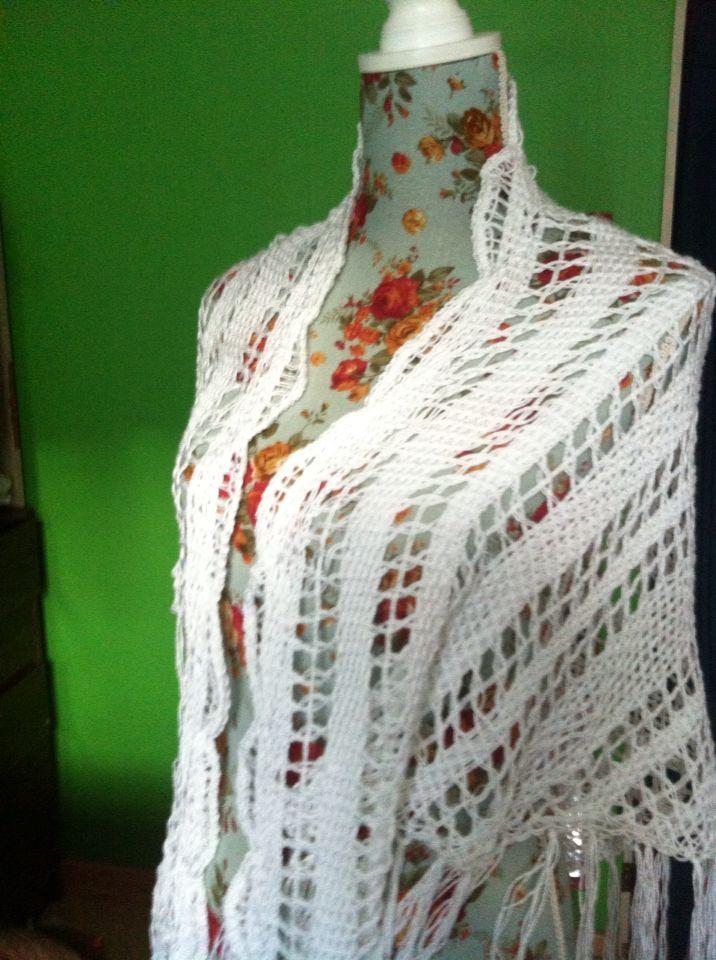 Chal para una novia en hilo de seda tejido en telar triangular