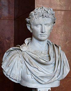 Gaius Iulius Caesar Octavianus Augustus (Roma 63 a.C.-16 d.C.) figlio adottivo di Cesare, primo imperatore romano, grande stratega, grandissimo politico. Iimpiegò ingenti somme di denaro per acquedotti, strade, edifici pubblici, corpi di polizia, medici al seguito delle legioni, riserve alimentari per la popolazione. Abitò tutta la vita in una modesta casa sul Palatino