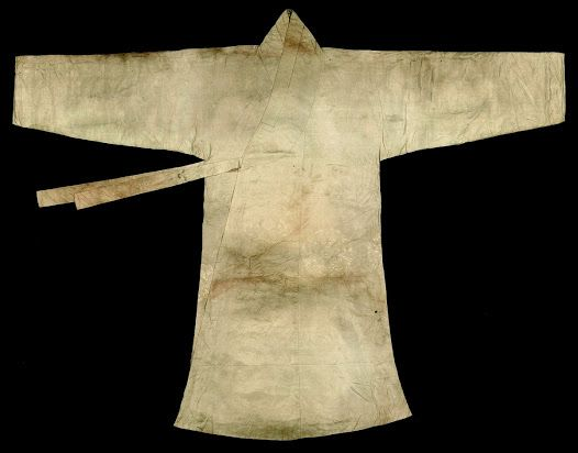 """""""Sochangui is one of the outer jacket for men that was worn instead of Jeogori. It has narrow sleeves and side slits, and smaller and shorter and size and length than Po types. This Sochangui is made of satin damask with plum blossom and butterfly patterns, and lined with silk tabby."""" ca. 1581-1633, at Seok Juseon Memorial Museum, Dankook University."""