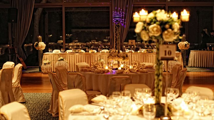 Tall indoors centerpiece  Keyhole View: Mapping the decoration through flower colors, light shades and music.