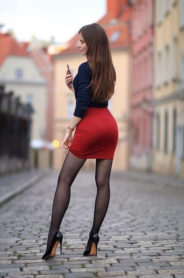 Рот девушке узкая юбка частное фото видео поимел