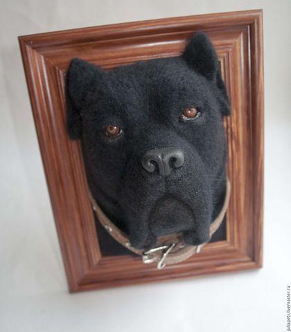 Купить или заказать Панно собак мастиф в интернет-магазине на Ярмарке Мастеров. Панно собак группы молоссы, обе мастифы - бульмастиф и кане корсо (итальянский мастиф). Немного о породах: Бульмастиф — это бульдог, скрещенный с мастифом. Появилась эта порода в Англии несколько веков назад. Потребность в этой собаке возникла, когда человеку понадобился надежный, и при этом, послушный охранник. Из бульмастифа получился прекрасный телохранитель, сторож и, главное, добрый друг.