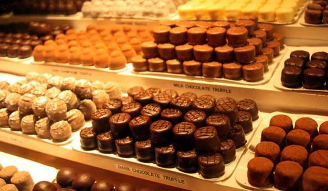 Boston Tour: Back Bay Chocolate Tour Boston Tour: Back Bay Chocolate Tour No tour of Boston is sweeter than this one - a Boston chocolate tour. Enjoy this guided, small-group walking tour of Boston's finest chocolatiers in two... #Event #Culture  #Tour #Backpackers #Tickets #Entertainment