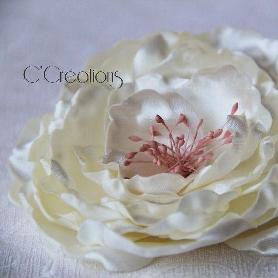 Bijou de cheveux Fleur de satin ivoire et vieux rose