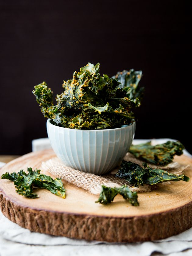 Crispy, cheesy, and super healthy kale chips! Full of protein, fiber, nutrients and nacho flavor.