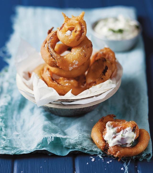Quick idea: Onion rings with aïoli | Blitsidee: Uieringe met knoffelmayo #easymeals #quickfoodidea