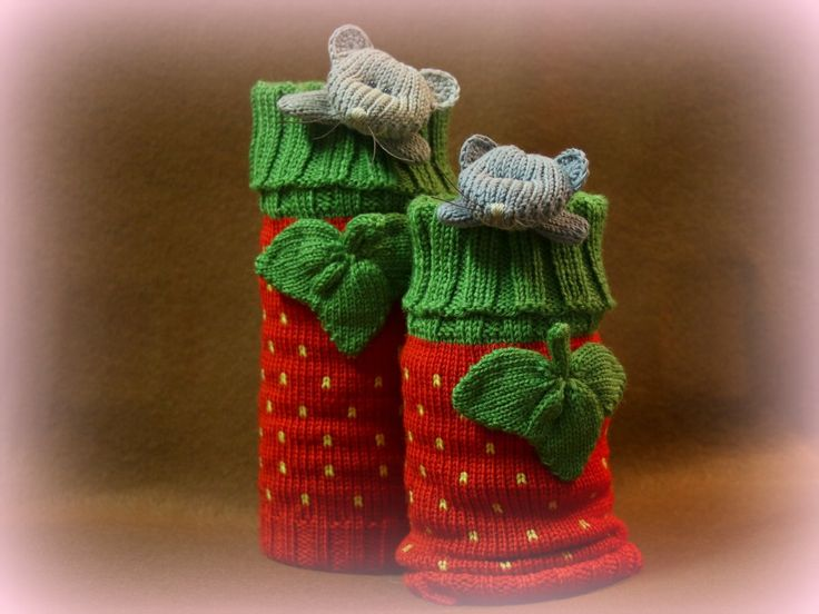 Strawberry legwarmers with mouse :)