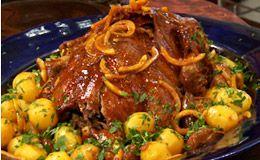 Chef usa até cascas de laranjas para fazer esse pato suculento e saboroso