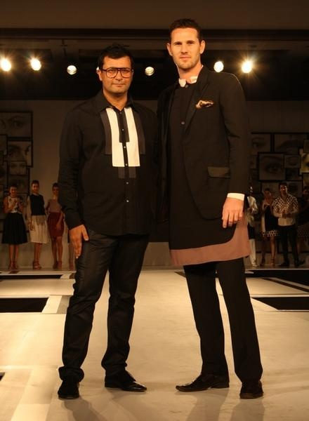 Aussie quickie Shaun Tait makes a landing at BPFT2012, Kolkata for Ashish N Soni. Dumbstruck!