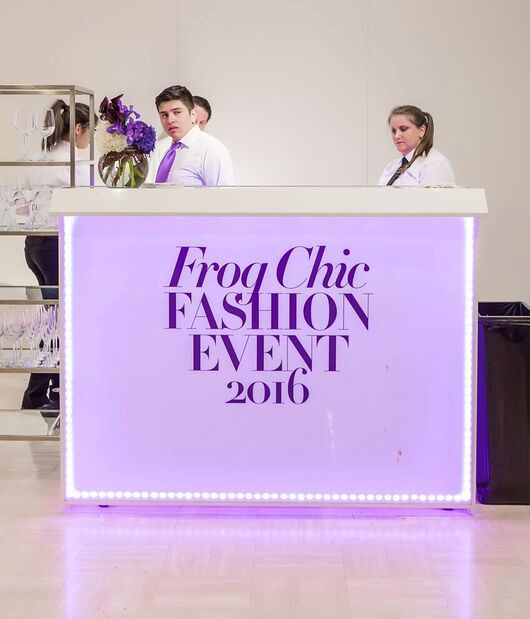 Frog Chic Fashion Eventu0027s White Frame Professional Bar With LEDu0027s And  Graphics Made By The Portable