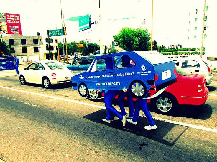 Cliente: Acuática Nelson Vargas. Idea: Utilizar un coche falso que circule por la ciudad con el siguiente mensaje: ¿Cuanto tiempo dedicas a tu salud física? Practica deporte.