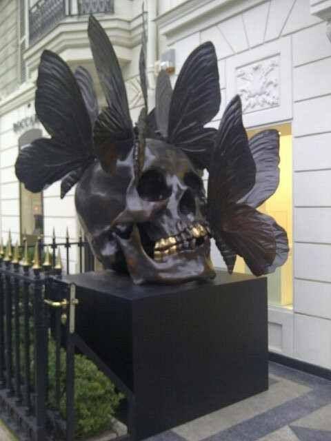 Skull sculpture.