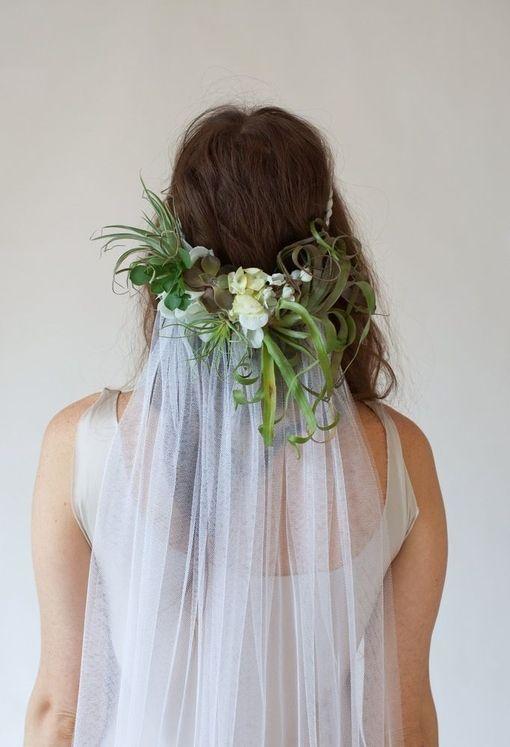similar veil set up, white flowers to match