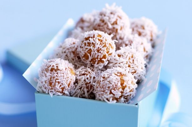 Apricot muesli balls as a nice snack for school lunches