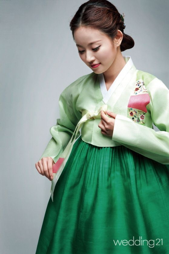 I'm thinking about wearing a Hanbok for my wedding..