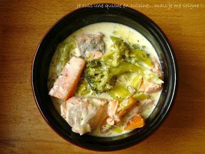 Blanquette de saumon et ses petits légumes - j'ai préparé la recette avec de la crème allégée et j'ai ajouté un peu de Maizena à la fin. Avec des Kritharaki (petites pâtes gecques), c'était un délice !