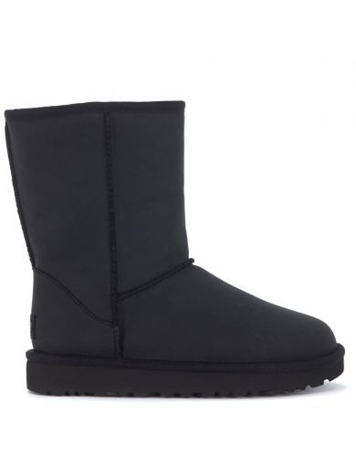 UGG Tronchetto Ugg Classic Ii Short In Pelle Nera. #ugg #shoes #boots