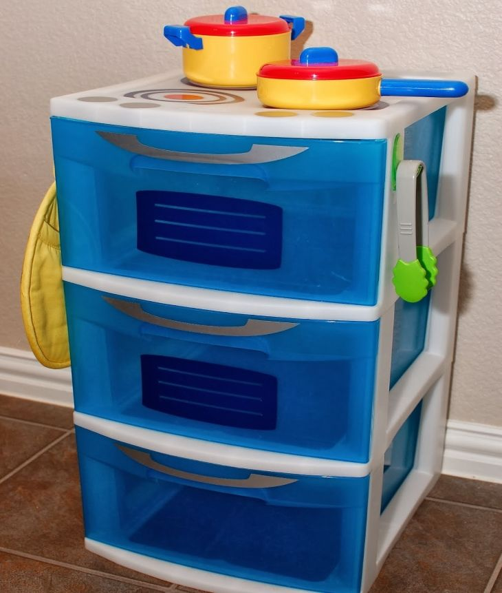 Turn ordinary plastic drawers into a simple mini play kitchen set
