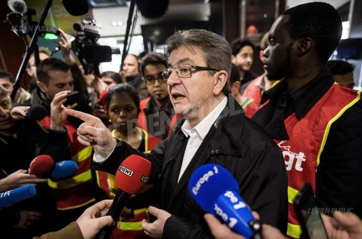 """Le candidat de la France insoumise est venu soutenir des salariés d'un Mcdonald's parisien ce midi, pour lutter contre la """"rapacité"""" des multinationales."""