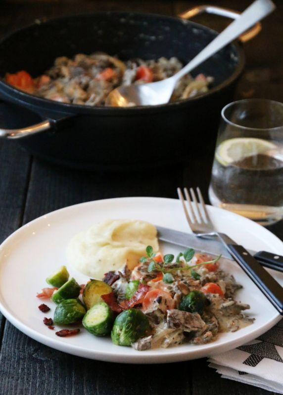 Finnbiff med rosenkål, sprøstekt bacon og sellerirotmos