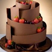 gateau mariage original chocolat design modern fraise