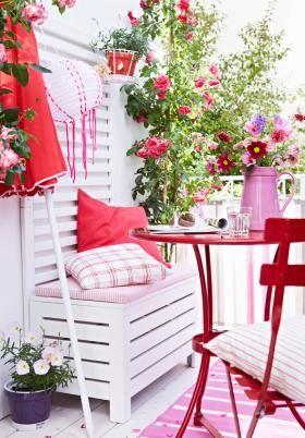 Balkonmöbel in Weiß und Rot