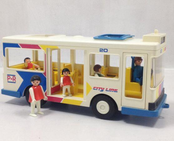 Instappen allemaal! Deze vintage Playmobil bus gaat naar het Hospital. www.vinto.nl
