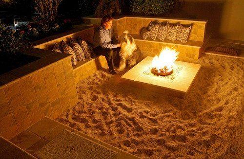 A mini beach as a backyard fire pit. Such a cool idea