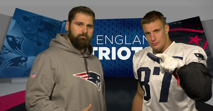 Patriots TE Rob Gronkowski gets German lessons from teammate Sebastian Vollmer.
