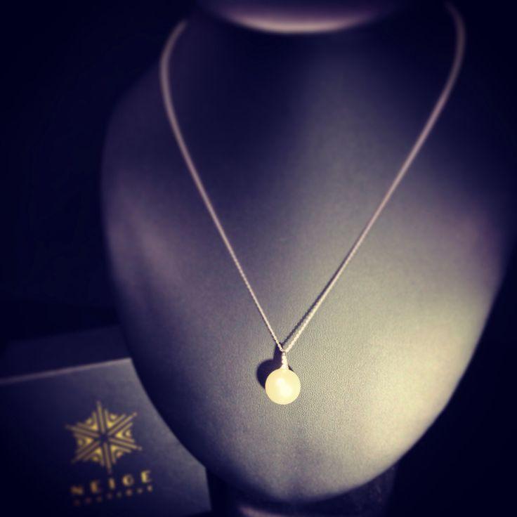 18ct WG diamond and Australian South Sea Pearl pendant