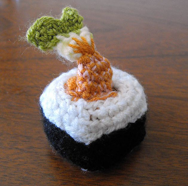 sushi_amigurumi_2.png - this is so cool...starts out as a fish, folds into itself to become sushi!