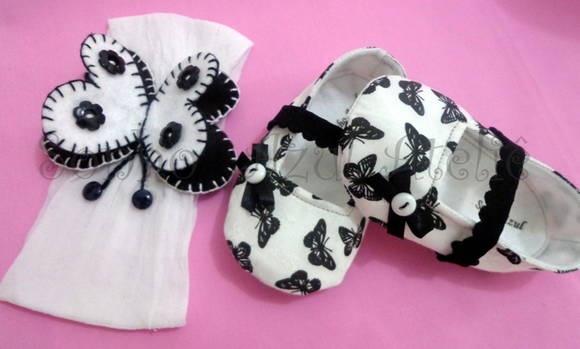 Kit Butterfly Sapatinho e faixa de cabelo Sapatinho feito em tecido 100% algodão com estampa de borboleta,e forro de feltro branco com um laçinho para dar um charme. Faixa de cabelo feita em meia de seda(não machuca cabeça do bebê), com aplicação de uma linda borboleta, feita de feltro.  Tamanhos  P (0-3) M (3-6) G (6-9) meses  VERIFIQUE NOSSA AGENDA ANTES DE COMPRAR PARA SABER QUANDO SEU PRODUTO SERÁ CONFECCIONADO E ENTREGUE! R$ 56,65