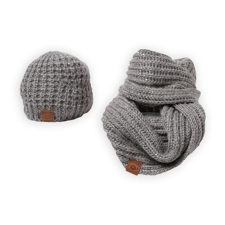 Maak jouw meisjes winterlook af met deze stoere winter muts en sjaal van het kindertopmerk Vingino. #Vingino #muts-en-sjaal-set #Grijs www.kienk.nl