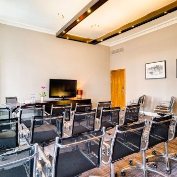 Book one of these small meeting rooms in Edinburgh for team meetings, boardroom meetings, interviews or training sessions. Rooms hold up to 30 people with free Wi-Fi.